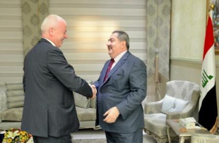 زيباري يبحث مع شركة [ايني] النفطية زيادة انتاج العراق