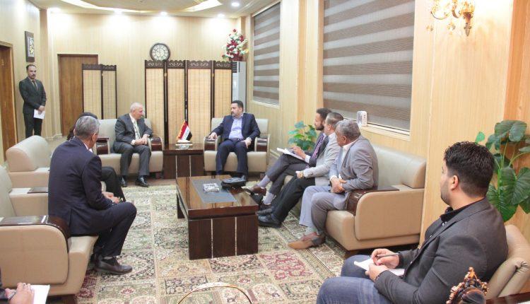 وزارة العمل والبنك الدولي يبحثان تنفيذ مشاريع مدرة للدخل